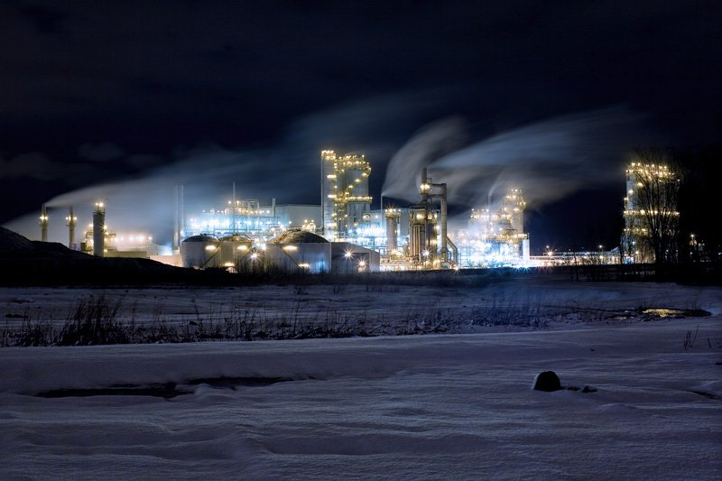 refineries, portable lighting used in refineries, montreal refinery,