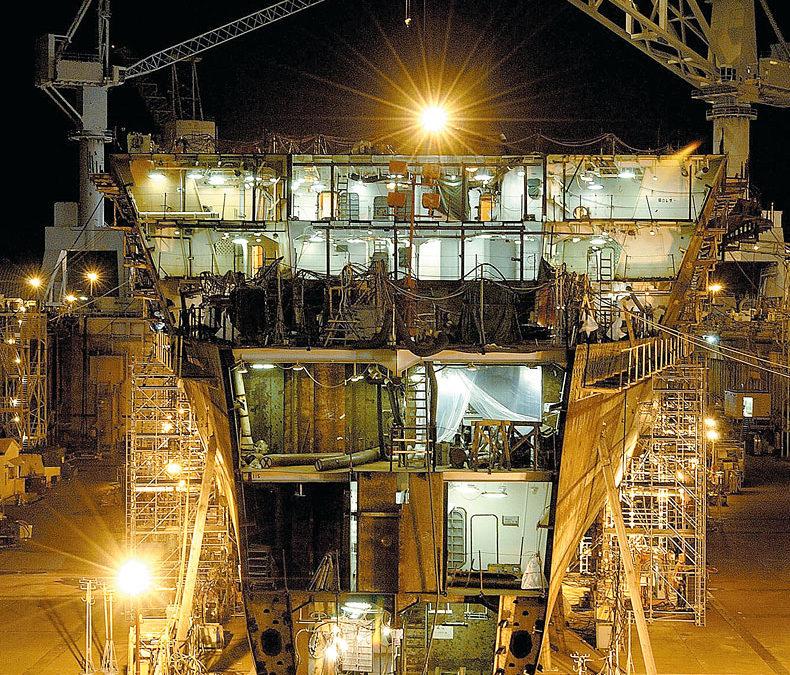 Portable Lighting Used In Ship Building Repair Western