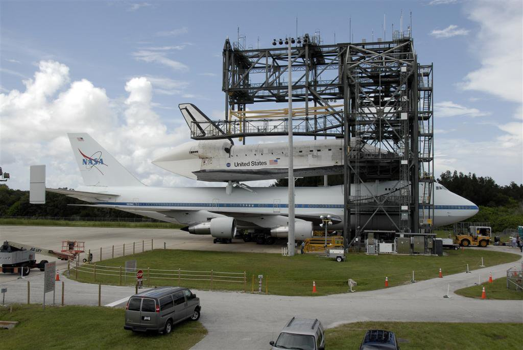 Docking structure to remove Space Shuttle from carrier plane